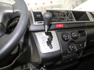 2011款2.7L 13座自动标准版 变速挡杆
