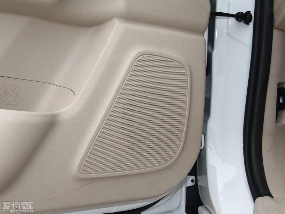 8t 四驱五座尊享版 柴油-空间座椅