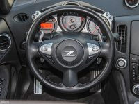 中控区日产370Z方向盘