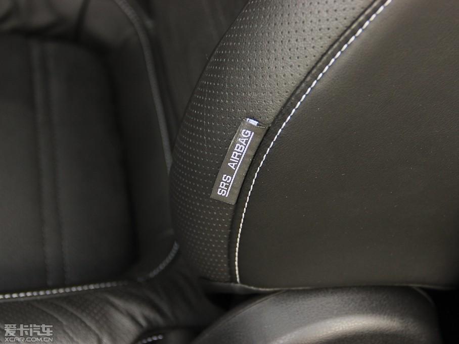 黑色内饰-空间座椅