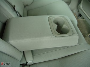 2009款1.3L 混合动力 后排中央扶手