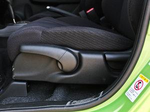 2013款1.3L Hybrid 座椅调节