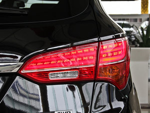 2013款3.0L 自动四驱舒适导航版 7座 欧V 尾灯