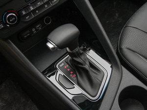 2017款1.6L 双离合豪华版 变速挡杆