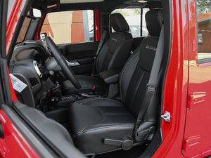 2017款3.0L 四门舒享版 Sahara 前排座椅