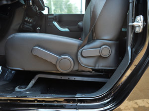 2017款3.6L Rubicon四门舒享版 座椅调节