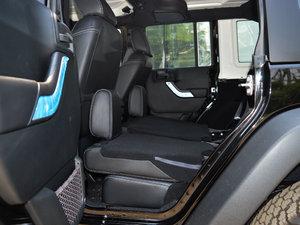 2017款3.6L Rubicon四门舒享版 后排座椅放倒