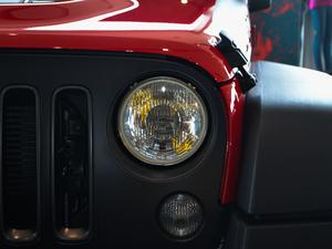 2017款3.6L Rubicon Recon十年限量珍藏版 头灯