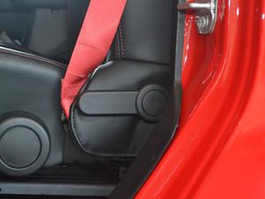 2017款3.6L Rubicon Recon十年限量珍藏版 座椅调节