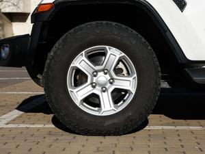 2018款2.0T Sahara四门版 轮胎