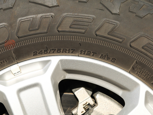 2018款2.0T Sahara四门版 轮胎尺寸