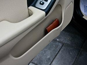 2011款1.6L 手动舒适版 车门储物空间