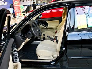 2011款1.6L 手动舒适版 前排空间