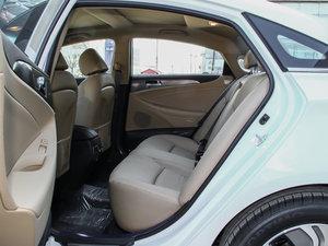 2014款2.0L hybrid 后排空间