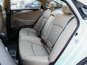 2014款2.0L hybrid 后排座椅