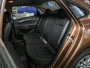 2017款1.6L 自动悦值型 后排座椅