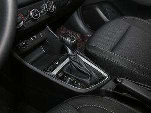2017款1.6L 自动悦值型 变速挡杆