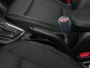 2017款1.6L 自动悦值型 驻车制动器
