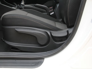 2017款1.6L 手动悦心型 座椅调节