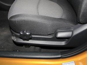 2017款1.4L 自动跃劲版 座椅调节