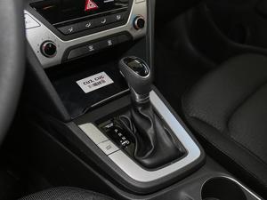 2018款1.6L 自动15周年特别版 变速挡杆