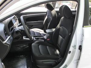 2018款1.6L 自动15周年特别版 前排座椅