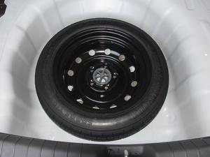 2018款1.6L 自动15周年特别版 备胎