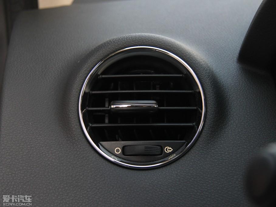 2013款标致4082.0l 自动豪华版