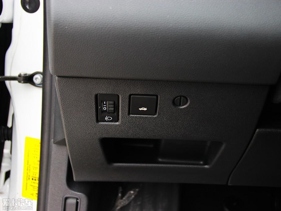 2013款标致4082.0l 自动舒适版