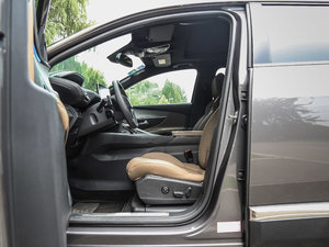 2017款380THP 豪华GT版 7座 前排空间