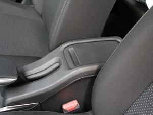 2017款1.6L 手动舒适版 前排中央扶手