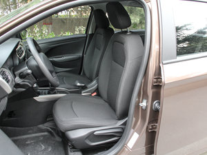 2017款1.6L 手动舒适版 前排座椅