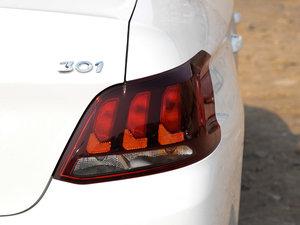 2017款1.6L 自动舒适版 尾灯