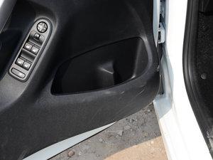 2017款1.6L 自动舒适版 车门储物空间