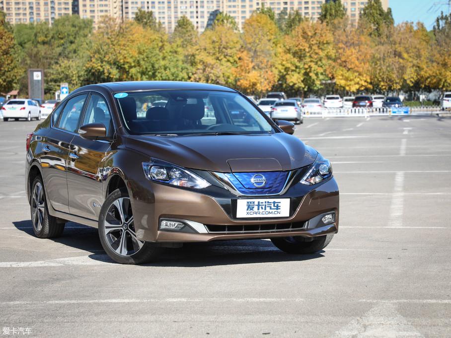 日产以一款在中国销量达240万辆的成功车型轩逸为基础,结合第一代聆风的技术以及部分外观设计元素,推出了新车型轩逸·纯电,进军纯电动车市场。
