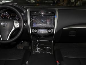 2018款2.0L XL 智进版 中控台