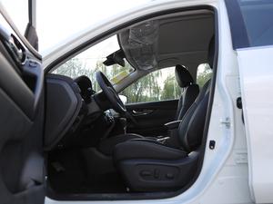 2019款2.5L CVT四驱智联豪华版 前排空间