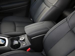 2019款2.5L CVT四驱智联豪华版 前排中央扶手