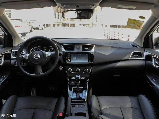 轩逸的内饰设计较为简洁,偏居家风格,以实用为主。中控采用大面积的钢琴烤漆面板,再加上银色装饰板进行点缀,显著提升车内的档次感。配置方面,除1.6XE舒适版的两款车型外,其余车型均配备VDC车辆动态控制系统、倒车雷达或倒车影像、多功能方向盘(带音响控制)等。