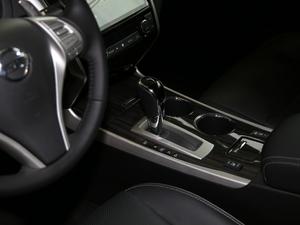 2016款公爵 2.5L XV 尊享版 变速挡杆