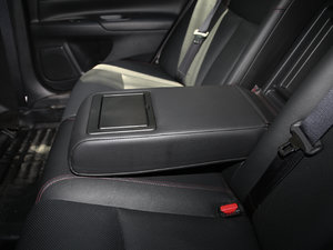 2017款2.0L XL Upper智尚版 后排中央扶手
