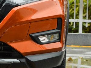 2017款2.5L CVT四驱领先版 7座 雾灯