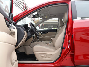 2017款2.5L CVT四驱豪华版  前排空间
