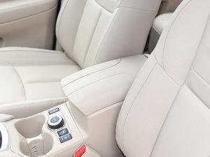 2017款2.5L CVT四驱豪华版  前排中央扶手