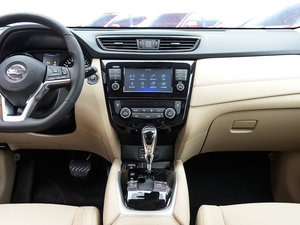 2017款2.5L CVT四驱豪华版  中控台