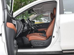 2017款2.5L CVT四驱至尊版  前排空间
