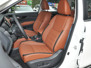 2017款2.5L CVT四驱至尊版  前排座椅