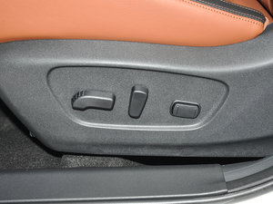 2017款2.5L CVT四驱至尊版  座椅调节
