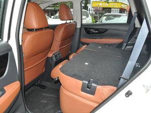 2017款2.5L CVT四驱至尊版  后排座椅放倒
