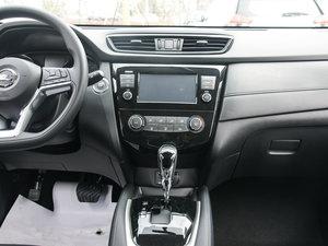 2017款2.0L CVT两驱舒适版  中控台